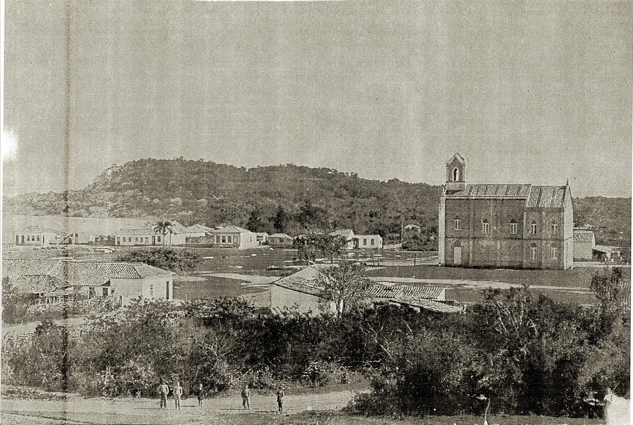Igreja N. Sra. de Belém Novo, fotografada da casa de Inacio Antônio da Silva. Na época, a praça ainda não existia.